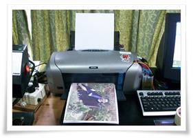 สั่งปริ้นท์รูป พิมพ์ภาพลงบนกระเบื้อง, ของขวัญวันรับปริญญา, ของที่ระลึกงานรับปริญญา, พิมพ์รูปรับปริญญาลงบนกระเบื้อง, พิมพ์รูปรับปริญญาลงวัสดุ