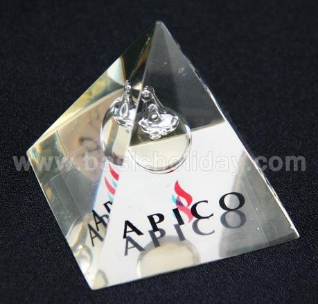 รับผลิตและออกแบบงานเรซิ่นทุกแบบ พวงกุญแจเรซิ่น ที่หนีบกระดาษเรซิ่น ที่ทับกระดาษเรซิ่น กรอบรูป แม่เหล็กติดตู้เย็นเรซิ่น ที่เปิดขวดเรซิ่น กบเหลาดินสอ หัวเสียบดินสอเรซิ่น