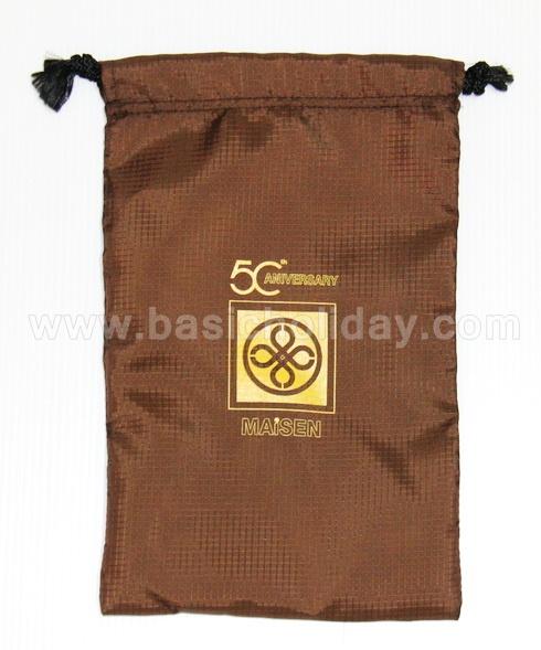 รับผลิต ถุงผ้า ถุงหูรูด กระเป๋าผ้าหูรูด ถุงผ้าหูรูด หูรูดสะพายได้ ถุงผ้าหูรูด ผ้าสปันบอนด์ พร้อมสกรีนโลโก้