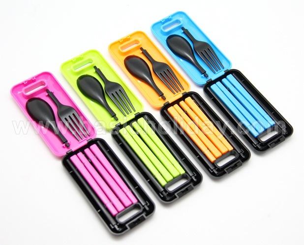 ชุดช้อนส้อมตะเกียบสีสดบรรจในกล่อง ของใช้ ช้อนส้อมพกพา ของที่ระลึกใส่โลโก้