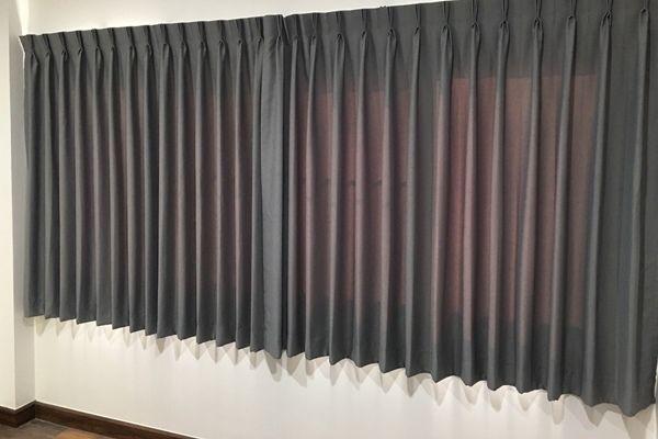 ผ้าม่านหน้าต่างแบบจับจีบ-สีเทา-ผ้ากันแสง