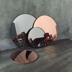 กระจกเงากลม Colour Mirror Glass