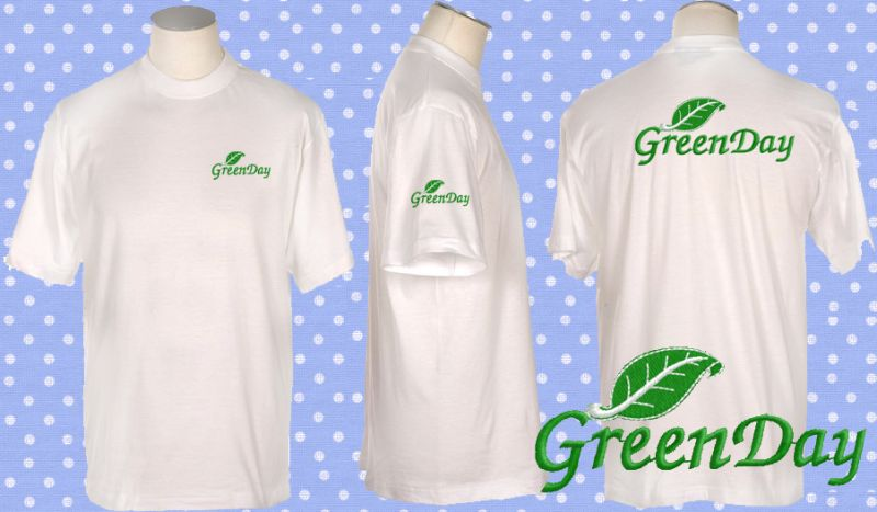 เสื้อยืดคอกลมสีขาว