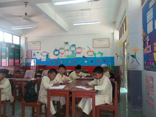 วันที่ 25 มกราคม 2556 มอบทุนการศึกษา โรงเรียนบ้านจูโวะ อ.เจาะไอร้อง จ.นราธิวาส