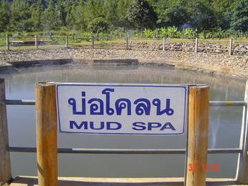 ภูโคลนคันทรี่คลับภูโคลนคันทรี่คลับ เป็นแหล่งโคลนที่มีคุณสมบัติทำให้ผิวพรรณผุดผ่องและช่วยการหมุนเวียนโลหิตซึ่งเป็นผลิตภัณฑ์ OTOP ระดับห้าดาว  ,phukhun countryclub maehongson