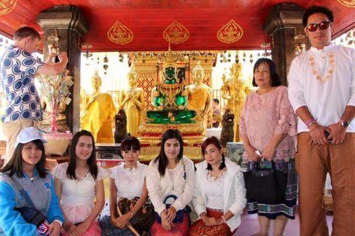 คนไทยทัวร์  พาทริป   สักการะกราบไหว้พระบรมธาตุที่วัดพระธาตุดอยสุเทพ เชียงใหม่