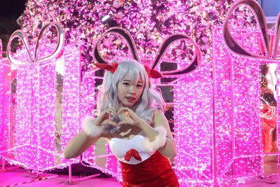 คนไทยทัวร์ พาเที่ยวงาน  PingFai festival ,Chiang mai  Think park และ One Nimman ในวันที่ 21-28 ธันวาคม 2561 🎄🎄🎄 กลับมาแล้วกับที่เชียงใหม่ และปีนี้จะที่ ของตกแต่งสวย ๆ บรรยากาศชิล ๆ กับงาน  พบกับสินค้า อาหาร มากมายที่จะทำให้คุณร้องว้าว รวมไปถึงคอนเสิร์ตสุดมันส์อีกด้วยน้า ที่นี่นะอย่าลืมมา อยากเจออ  พร้อม ปิ้งมาร์ชแมลโล่ว์ 1. ซื้อมาร์ชแมลโล่ว์ได้ตามจุดต่างๆ ในงาน 2. นำมาย่างบนเตาผิงไฟ (อิงกับถ่าน) ระวังอย่างให้ไหม้หรือโดนควันนะ 3. ย่างจนพองเป็นสีน้ำตาลอ่อน ๆ  4. นำมาถ่ายรูป หรือทานกันได้เลยเจ้า