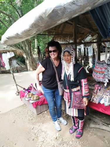 Expedia  1 day tour chiang mai  Golden Long Neck Tribe and Silver Cave Tour