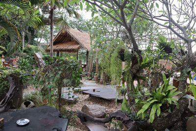 คนไทยทัวร์ พาเปลี่ยนแนวเที่ยว ที่ ร้าน Utopia Bar & Restaurant หลวงพระบาง