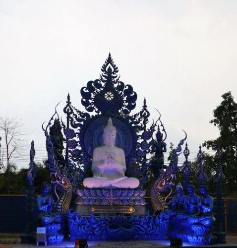 คนไทยทัวร์ พามา ชม งานวิจิตรตระการตาแห่งพุทธศิลป์ไทย   ที วัดร่องเสือเต้น เชียงราย