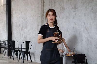 ♦️ คนไทยทัวร์ าพชิม พาส่องร้านกาแฟ ที่ The Baristro at Railway Station วิวรถไฟสุดคลาสสิค ตัวร้านตกแต่งสไตล์ลอฟท์ดิบๆ เน้นปูนเปลือย