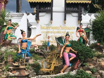 คนไทยทัวร์ พามาทำบุญเสริมสิริมงคล ที่ วัดพระธาตุดอยเวียงชัยมงคล เชียงใหม่ อายุกว่า 730 ปี
