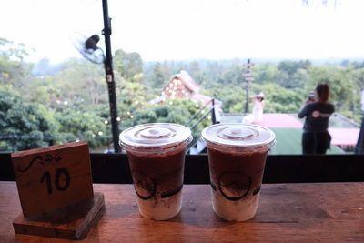 🍁 Phufinn Terrace ระเบียงแห่งความฟิน บรรยากาศให้ 9 คะแนนไปเลย คนจีนมาเยอะพอดูตอนนี้  🍂 ตอนไปสั่งเครื่องดื่มมาลองคือ โกโก้ รสชาติออเคนะ  🍂 แต่มาเจอบรรยากาศเลย ไม่ได้สั่งไรเพิ่มเติม เพราะฟิน เลยยังไม่รสชาติอาหารมากนัก