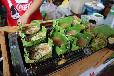 คนไทยทัวร์ พาเดินเที่ยว และ แวะหา Mr.Happy Man ที่ Jing Jai Market เชียงใหม่