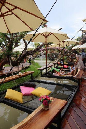 🌺 คนไทยทัวร์ พาเที่ยว ที่ Jungle de cafe,Chinag Mai สาขาบ้านถวาย วิวหลักล้าน ที่นี้เหมาะกับทุกเพศ ทุกวัย และ ทุกท่านที่ชื่นชอบเสพธรรมชาติแบบสุดๆ