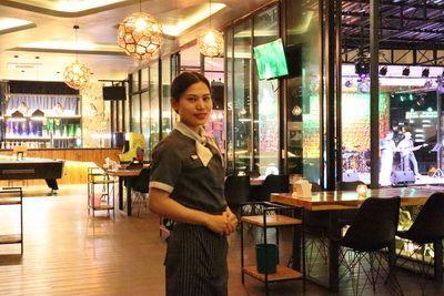 คนไทยทัวร์ แวะมา รับลมหนาวกับบรรยากาศชั้นดาดฟ้า LEVEL 9 ROOFTOP BAR and Fine Dining ,Chiang Mai