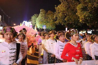 คนไทยทัวร์ พาเที่ยวชมการประกวดขบวนแห่กระทงใหญ่ ยี่เป็ง เชียงใหม่