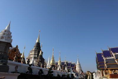 คนไทยทัวร์ พาทัวร์สายบุญที่ วัดเด่นสะหลีศรีเมืองแกน หรือ  วัดบ้านเด่น อ.แม่แตง เชียงใหม่       Chiangmai blue temple (Wat Banden)     มีเกจิอาจารย์ชื่อดัง คือ ครูบาเทือง นาถสีโล    พร้อมให้การต้อนรับผู้มาเยือน ไหว้พระทำบุญ แฝงด้วยคติธรรม      เสพงานศิลป์ล้านนา ที่งดงามติดอันดับโลก     บนพื้นที่กว่า 80 ไร่      พุทธสถานแห่งนี้ และยังเป็นสถานที่นมัสการพระธาตุประจำปีเกิดทั้ง 12 ราศี        วิหารพระเจ้าทันใจ  หนึ่งในสิ่งศักดิ์สิทธิ์คู่ วัดเด่นสะหลีศรีเมืองแกน    ไหว้พระนอนสุดอลังการ      พระเทพทันใจ      สักการะครูบาผู้ศักดิ์สิทธ์    กราบไหว้บูชาเพื่อเสริมสิริมงคลให้แก่ชีวิตได้    ซึ่งห้ามพลาดแม้แต่โบสถ์เดียวเลย       ภายในวัดประกอบไปด้วย อุโบสถ หอไตร หอกลอง วิหารเสาอินทขิล กุฏิไม้สักทองทรงล้านนา พระวิหาร สถูปเจดีย์    เกิดขึ้นจากแรงศรัทธา เพื่อประดิษฐานไว้บนผืนแผ่นดินไทย    ขอเชิญร่วมมหากุศลบุญ 📢❗❗  พิธีเททองหล่อ พระเจ้าตนหลวง องค์ใหญ่ที่สุดในประวัติศาสตร์ล้านนา  ในวันที่ 16 กุมภาพันธ์ พ.ศ. 2562 (เวลา 19.29 น.)  ณ วัดเด่นสะหลีศรีเมืองแกน ครูบาเจ้าเทือง นาถสีโล 🙏
