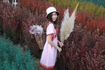 ♥️ Chiang Mai Lanna Dreams of Flower ♥️  💗เดือนแห่งความรัก เชียงใหม่เบิกบานเมืองแห่งดอกไม้และสาวสาย  🔰พิเศษ : ช่วงนี้ - 29 กพ 63 หากลูกค้าจองทัวร์ มากกว่า 6 ท่านขึ้นไป  ใช้บริการ Tour package กับ คนไทยทัวร์ จะมีช่างภาพมืออาชีพ 1 ท่าน  เลือกสถานที่สวยได้ 1 ที่ รับประกันทุกภาพดั่งนางฟ้า  🔰 พร้อมรับกระเป๋ารักษ์โลก limited edition 1 ใบ หรือ เสื้อยืด limited edition 1 ตัว