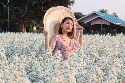 คนไทยทัวร์ พาเที่ยวสวนดอกคัดเตอร์สีขาวละมุน ฟูๆบานเต็มสวน ที่ สวนดอกไม้อุ๊ยเป็ง หรือ WeFlowerVillage2