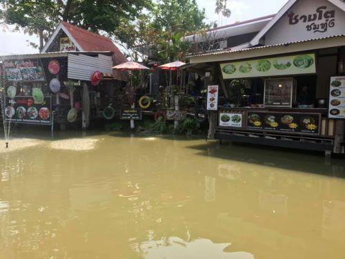 คนไทยทัวร์ แวะมาที่ร้านอาหารสไตล์บ้านๆ แต่วิวสวยใช้ได้ น่าไปให้กำลังใจกันที่    ชามโต ชมทุ่ง เชียงใหม่