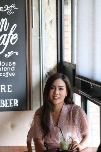 🔰 Konthaitour Photo Portrait กับ น้องโซ่ คล้องใจเชียงใหม่  🚩 Place : Artisan cafe / Wualai branch  และ เหมือนเดิมคือ ทำคลิปวีดีโอสั้น ให้กับทุกท่านได้ชมกัน  🚩ข่าวประชาสัมพันธ์ : ลูกค้าที่มาเที่ยวมาทัวร์ เชียงใหม่ และอยากถ่ายรูปสวยๆ บอกมาเราจัดให้ หรือ อยากให้น้อง ๆ ที่น่ารักทุกรูปแบบ ทุกแนว มาถ่ายแนว Portrait เราก็มี ภายใต้การดูแลของ คนไทยทัวร์ เพื่อความปลอดภัยของทุกท่าน จะได้สบายใจกันและกัน  ▶️ฝากกดไลท์ กดแชร์ ให้พลังใจเราหน่อยนะจ้า  🔰🔰🔰🔰🔰🔰🔰🔰🔰🔰🔰🔰🔰🔰🔰  💠ธุรกิจ SMe ทุกรูปแบบ อยากมาคุย Interview -Review โรงแรม ที่พัก ร้านอาหาร ร้านกาแฟ ร้านของกิน ที่ไหน คิดว่าดี อร่อย แจ๋ว  📢 บอก คนไทยทัวร์ ได้เลย อย่าได้เกรงใจ เราจะไปช่วยท่านถ่ายรูป ถ่ายวีดีโอ ช่วยโปรโมต ในสื่อ online ของทางเรา  และยังมีนางแบบ น่ารัก สวยๆ ทุกรูปแบบเพื่อช่วยโปรโมตธุรกิจท่าน / Option เสริมแบบเสียเงิน  🔷 หมายเหตุ : ขอเริ่มเน้นที่เชียงใหม่ ก่อนนะครับ  ✔️Inbox ข้อความ แนะนำตัวมาได้เลยทุกช่องทาง  ✔️โทร : 063-7892562  ✔️อีเมล์ : konthaitour@hotmail.com  ✔️Line id : @konthaitour  #ถ่ายแบบเชียงใหม่ #สาวเหนือ #persenterchiangmai #photochiangmai #คนไทยทัวร์ #portraitphotography #ถ่ายแบบนางงาม #รีวิวนางแบบเชียงใหม่ #หาสาวเหนือถ่ายแบบ #ทัวร์ถ่ายรุปเชียงใหม่ #ทริปถ่ายรูปเชียงใหม่ #artisancafechiangmai