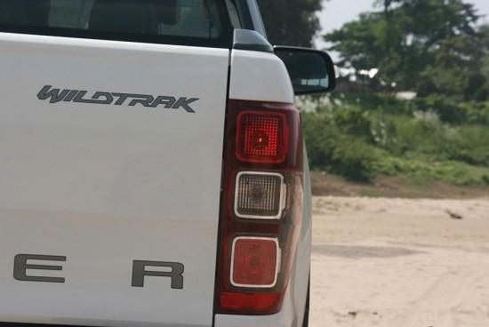 ในการขับขี่ช่วงแรกตั้งแต่จากกรุงเทพมหานครมาถึงนครราชสีมา Ford Ranger  Wildtrak 3.2 ให้อารมณ์การขับขี่ที่สร้างความสนุกสนานในการเดินทางทำให้เราไม่เบื่อได้อย่างไม่รู้จบด้วย การขับขี่ที่ง่ายพอสมควร ตัวรถสามารถตอบสนองได้อย่างกระฉับกระเฉงจากเครื่องยนต์ขนาด 3.2 ลิตร  ที่ยังเดินทางยาวๆอย่างสบายใจกับอัตราทดเกียร์มากถึง 6 จังหวะ  เริ่มจาก 4.171,2.342,1.521,1.000,0.867 และท้ายสุด0.691 ทั้งหมดขับลงเฟืองท้ายที่มาพร้อมอัตราทด 3.730  ให้ความลงตัวในการเร่งพอสมควร แม้ยามที่ใช้ความเร็วสูงก็ตาม