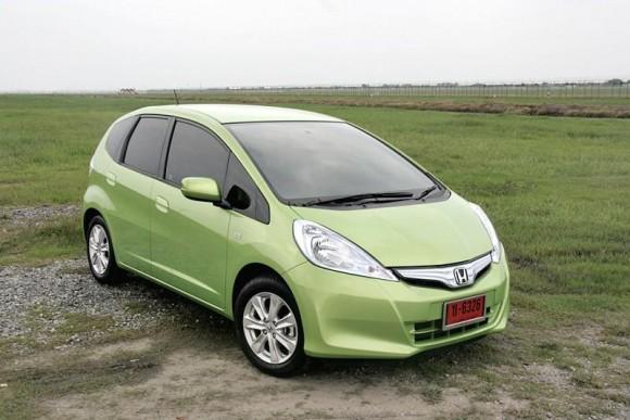 ในช่วงปีที่แล้ว ค่ายรถยนต์  Honda  ถือว่าเป็นค่ายรถยนต์ที่มีการเปลี่ยนแปลงมากที่สุดช่วงปี และหนึ่งในนั้นก็เป็นความเคลื่อนไหวในกลุ่มรถยนต์ที่ต้องการรักษาสิ่งแวดล้อมและให้ความประหยัดไปพร้อมกัน และทั้งสองอย่างก็มาบรรจบกันในรถซิตี้คาร์ยอดนิยมที่ยืนยันมาแล้วจากทั่วโลก