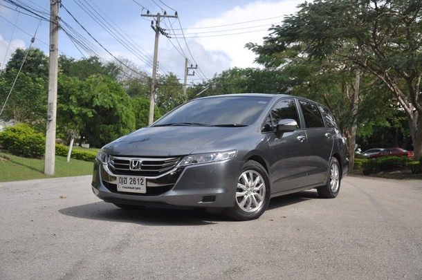 Honda Odyssey ที่ทาง Honda Automobile ประเทศไทย ได้นำเข้ามาทำตลาด มีเพียงรุ่นเดียว คือ JP กับสีตัวถังที่มีให้เลือก 3 สี ได้แก่ ขาวมุก (Premium White Pearl), เทาเมทัลลิก (Polished Metal Metallic), ดำมุก (Crystal Black Pearl) สนนราคาสุทธิ 2,557,000บาท