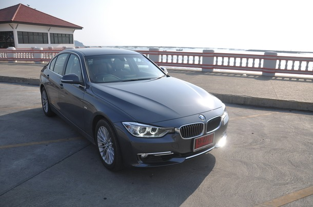 BMW 3 Series รหัสตัวถัง F30 ถือเป็น 3 Series Generation ล่าสุดที่ได้เปลี่ยนรหัสตัวถังจาก E เป็น F ซึ่งถือเป็นอีกหนึ่งจุดเปลี่ยน และได้มีการแตกไลน์หรือรุ่นย่อยออกเป็น 3 ไลน์ด้วยกัน ได้แก่ Sport , Modern และ Luxury โดยทั้ง 3 รุ่นนี้ ได้ทำการตกแต่งในสไตล์ที่แตกต่างกันออกไป เพื่อเป็นการตอบโจทย์แก่กลุ่มลูกค้าในแต่ละวัยให้มากขึ้น