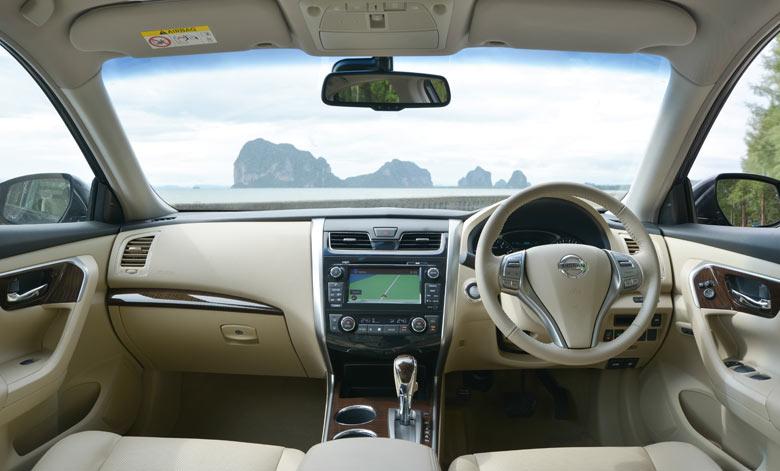 Nissan   Teana  ยังดูคุ้มค่าด้วยการให้ระบบความปลอดภัยมาเป็นมาตรฐานครบทุกรุ่น ทั้งระบบช่วยควบคุมทิศทางขณะเลี้ยว (Active Trace Control: ATC) ช่วยให้เข้าโค้งได้เฉียบคม ป้องกันอาการหน้าดื้อโค้ง โดยระบบ ATC จะส่งแรงเบรกไปชะลอ 2 ล้อด้านในที่หักเลี้ยว เพื่อช่วยรักษาทิศทางของตัวรถให้เคลื่อนไปในทิศทางที่ต้องการได้อย่างมี ประสิทธิภาพ