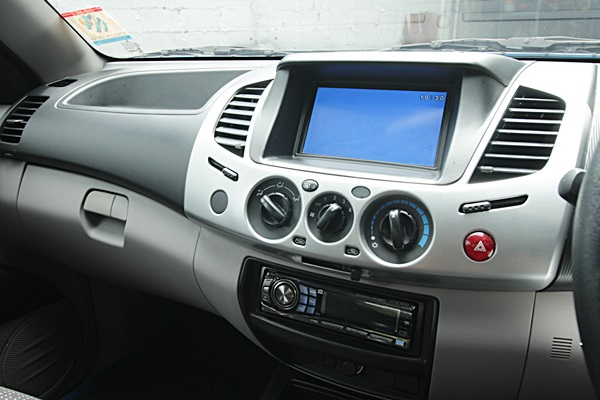 Mitsubishi Triton Plus Megacab 2.5 GLS VG Turbo รถปี 2013 รุ่นสุดท้ายก่อนเปลี่ยนโฉม  เกียร์ธรรมดา เบรก ABS ถุงลมนิรภัย จอ 2 DIN กล้องมองหลัง  รถสวยสีเดิมๆไม่เคยชน ไม่เคยทำสี ภายในสวย วิ่งน้อย 75,000 กิโล