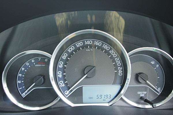 Toyota Corolla Altis 1.8 ESport ปี 2014 ABS,ถุงลมนิรภัย,Paddle Shift,Multifunction,Day light รถวิ่งน้อย 60,000 กิโล เข้าศูนย์ตลอดตามระยะ Book service กุญแจสำรองมีครบ รถสวยมาก สีเดิมๆ เครื่องเดิมๆไม่เคยติดแก๊ส