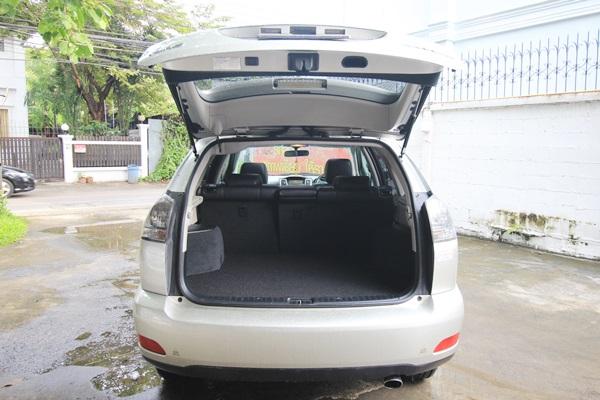 สำหรับ TOYOTA HARRIER โฉมที่พูดถึงนี้ เป็นโฉมที่สอง MCU36 2003-2008 เป็น full model change ได้เปิดตัวที่ประเทศญี่ปุ่นในเดือนกุมภาพันธ์ 2003 หลังจากเปิดตัวครั้งแรกที่ North American International Auto Show ในเดือน มกราคม ปี2003 ซึ่งขนาดของตัวรถได้เพิ่มจากรุ่นก่อนหน้าเป็น ยาว 4,730 mm. เพิ่มขึ้น 155 mm. ความกว้าง 1,845 mm. เพิ่มขึ้น 30 mm. และความสูง 1,680 mm. เพิ่มขึ้น 150 mm. และระยะฐานล้อเพิ่มขึ้นอีก 100 mm. เพิ่มความสามารถในการทรงตัวที่ดีขึ้น มีค่าสัมประสิทธิ์แรงเสียดทานที่ 0.35cd สำหรับรุ่นที่ 2 นี้ยังเป็นรถ 5 ที่นั่งเหมือนรุ่นแรก