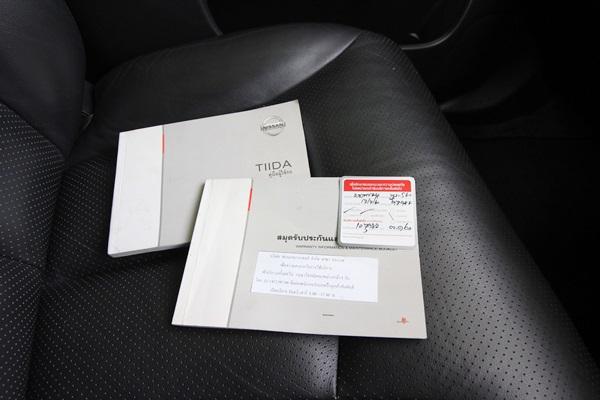 Tiida 1.8 G HATCHBACK ปี 2009 รุ่นท๊อป Minorchange แล้ว Keyless Entry เบาะหนัง เบาะหลังพับราบเพิ่มพื้นที่ใส่ของด้านหลัง มีปุ่มปรับเครื่องเสียงบนพวงมาลัย ระบบแอร์อัตโนมัติ ไฟหน้าอัตโนมัติ เติม E20 ได้ รถมือเดียว วิ่งน้อย เข้าศูนย์ตลอดตามระยะ