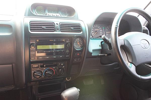 Land cruiser Prado 3.4 V6 ปี 1997 JT111 รถนำเข้าศูนย์ TOYOTA เครื่องเบนซิน 3.4 ติดแก๊ส LPG รถไม่เคยเกิดอุบัติเหตุ บอดี้สวย มีครูซคอนโทรล ภายในเบาะหนังสีดำ 3 แถว ปรับเป็นที่นอนก็ได้ แอร์บิด ระบบขับเคลื่อนสี่ล้อสมบูรณ์ ใช้งานประจำครับ
