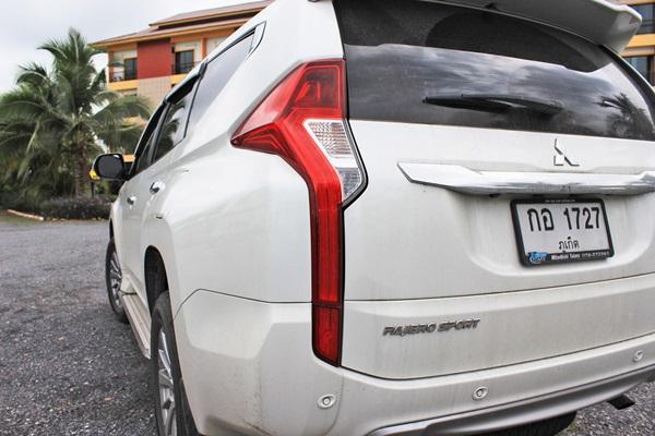 รุ่นนี้นับเป็นโฉมที่ 3 ของรถ SUV/PPV ของทางค่าย Mitsubishi ที่ถึงแม้จะเปิดตัวช้ากว่าคู่แข่งแต่ก็ยังสร้างความฮือฮาในตลาดรถประเภทนี้ได้ไม่น้อยเลยทีเดียว ด้วยการออกแบบที่เน้นเส้นสาย ความคมชัดของด้านหน้า และด้านหลัง กระจังหน้าที่มีเส้นสายยาวไปถึงโคมไฟหน้าที่ออกแบบรับกระจังหน้าได้อย่างเหมาะเจาะ ขนาดตัวถัง ยาว 4,785 mm. กว้าง 1,815 mm. สูง 1,840 mm. ยาวขึ้น 90 mm. เตี้ยลง 40 mm. จากรุ่นเดิม