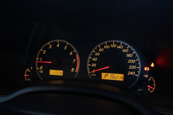 Toyota Altis 1.6E ปี 2012 Minorchange รถสวย ไม่เคยเกิดอุบัติเหตุ เข้าศูนย์ตามระยะ มีประวัติครบ เครื่อง Dual VVT-I ประหยัด เติมน้ำมัน E20 ได้ ไม่เคยติดแก๊ส ภายในสวย สะอาด เบาะหนังจากโรงงาน กระจกข้างปรับ+พับไฟฟ้า