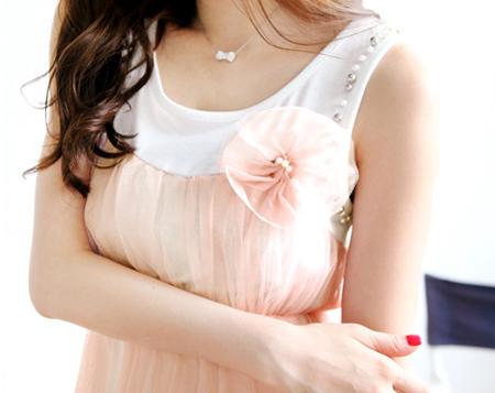 เสื้อยืดแฟชั่น เย็บซ้อนผ้าตาข่าย พร้อมเข็มกลัดดอกไม้-เสื้อผ้าแฟชั่นเกาหลี Tokyo Fashion 2018314