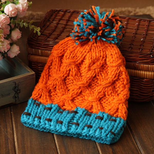 หมวกไหมพรมถักลายนูนสีสดใส แต่งปอมใหญ่