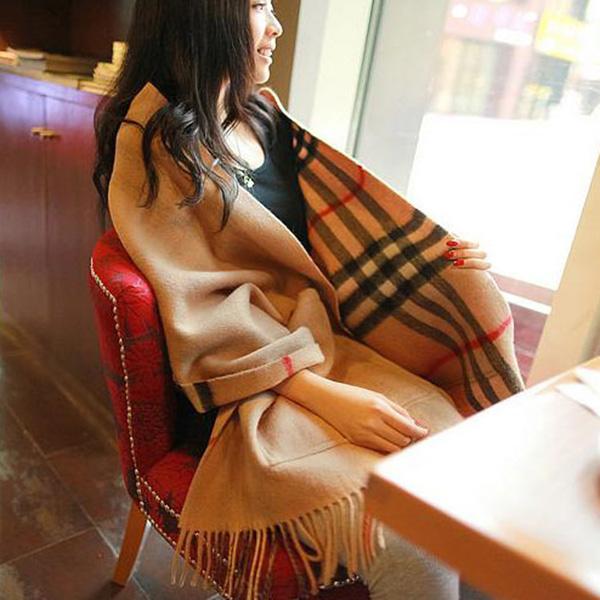 ผ้าพันคอ ผ้าคลุมไหล่ผืนใหญ่ แต่งกระเป๋าใช้ได้สองด้าน
