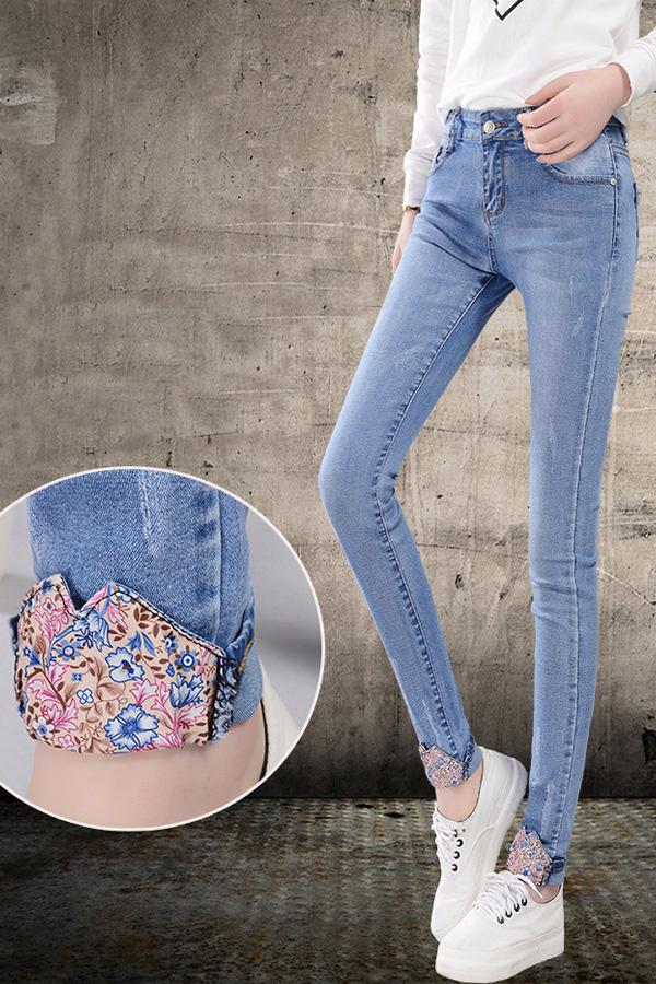 กางเกงยีนส์แฟชั่น กางเกงยีนส์ทรงสลิม ขายาว พับปลายขาแต่งผ้าลายดอก