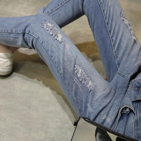 กางเกงยีนส์ทรงสกินนี่ ขายาวแปดส่วน แต่งขาแนวเซอร์