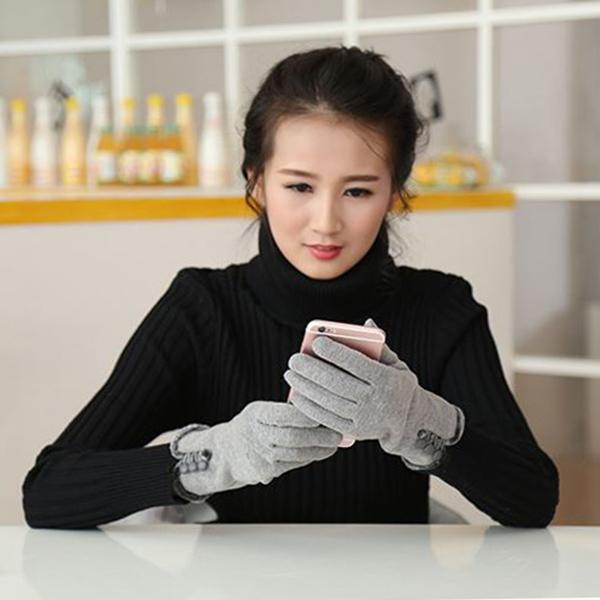 ถุงมือกันหนาวมีซับกำมะหยี่แต่งกระดุม แบบทัชสกรีนได้