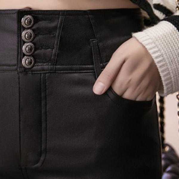 กางเกงหนังทรงสกินนี่ เอวสูงแต่งกระดุม