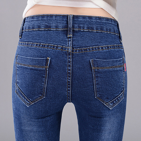 กางเกงยีนส์ทรงสลิม ขายาว แต่งหมุดที่กระเป๋า