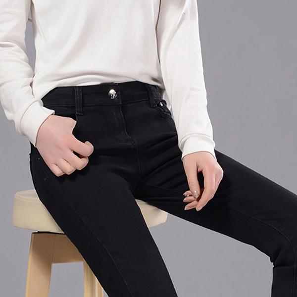 กางเกงยีนส์ขายาวทรงสลิม ผ้าหนายืดหยุ่นดี แต่งกระเป่าคู่
