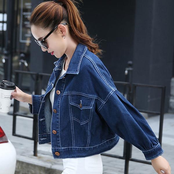 เสื้อแจ็คเก็ตแนวสตรีท ผ้ายีนส์นิ่มแต่งปักลายด้านหลัง