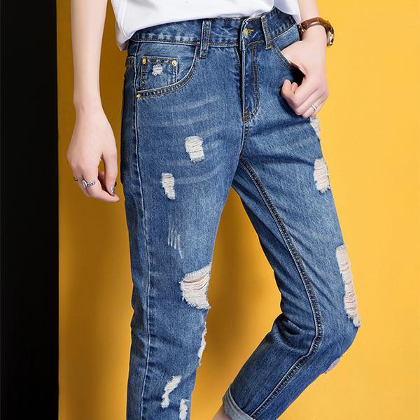 กางเกงยีนส์ขายาวแปดส่วน แต่งขาแนวเซอร์