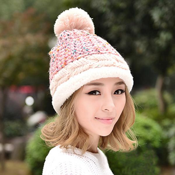 หมวกไหมพรมถักลายนูนแต่งปอมใหญ่ แฟชั่นหน้าหนาว